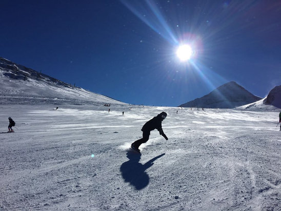 Hintertuxer Gletscher - Good snow! Patches of ice and some very chopped up moguls but some decent wide pistes really well looked after  - © iPhone