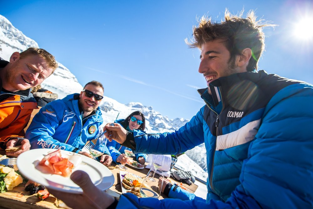 Samozřejmě byste měli ve zdejší restauraci aspoň ochutnat místní speciality (to je důležitá součást lyžařského výletu!) - ale nemělo by vás to zruinovat - © Trentino | Ph: A. Russolo