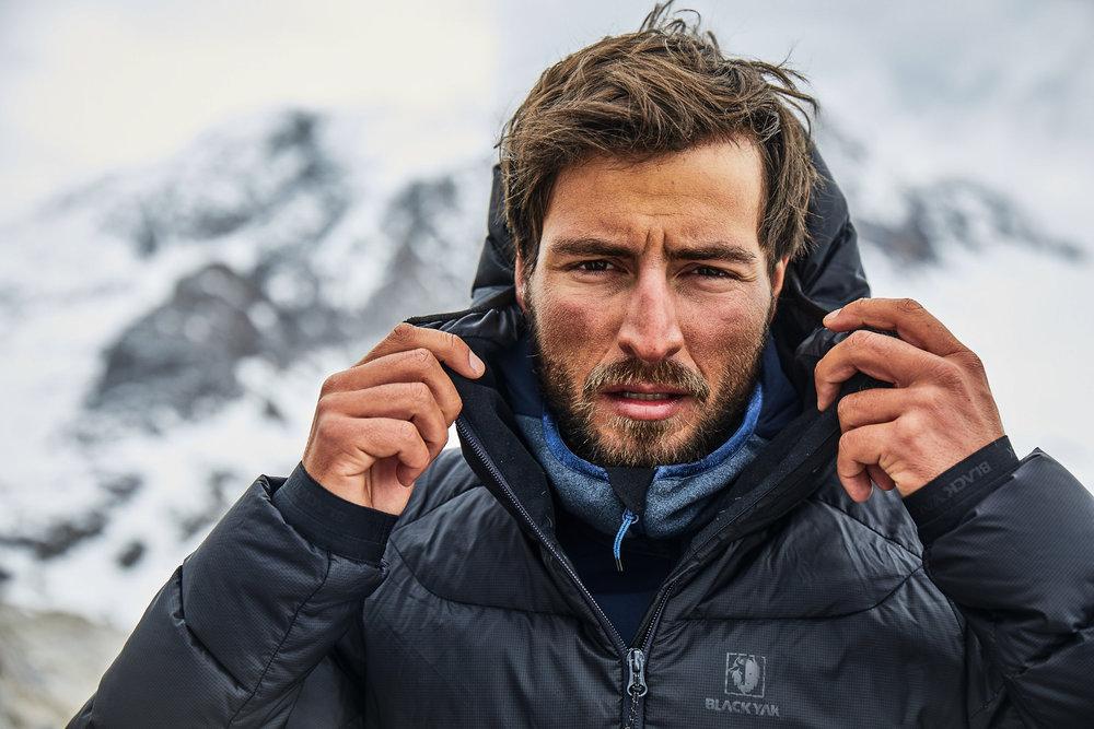 Richtiges Layering schützt vor Kälte. Mit Baselayer, einem BLACKYAK Fleece und dem Niata Jacket friert man auch in großen Höhen nicht - © BLACKYAK
