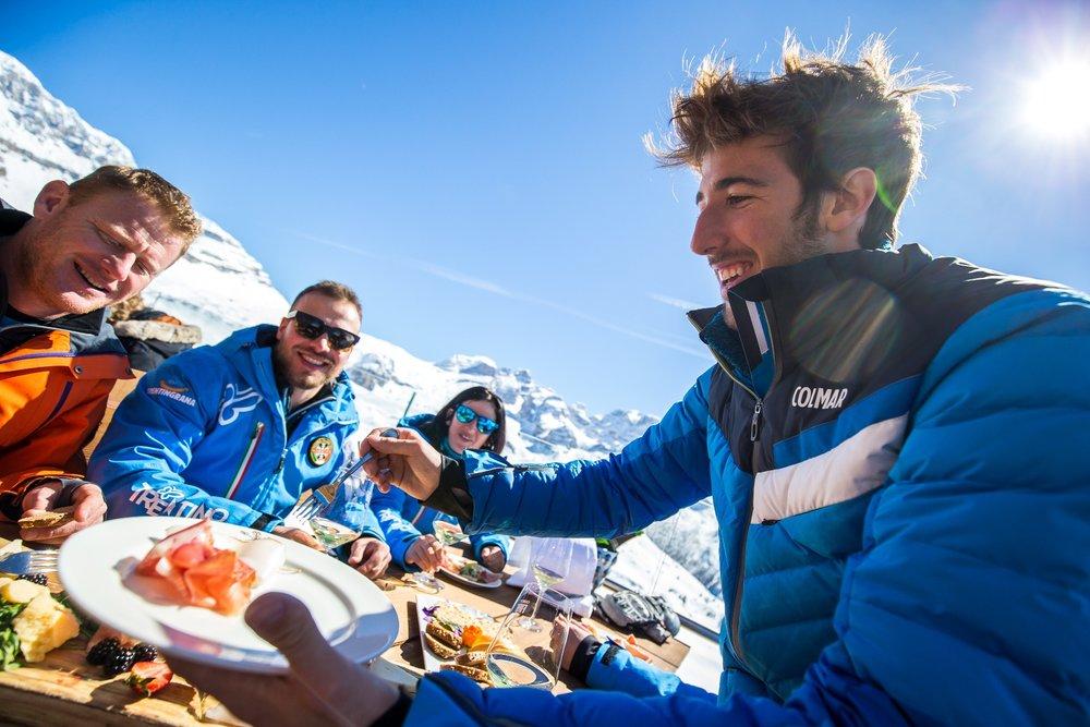 Miestne špeciality je rozhodne treba ochutnať, myslite však na to, že v horských chatách priamo na zjazdovkách sú ceny zväčša dosť vysoké - © Trentino | Ph: A. Russolo