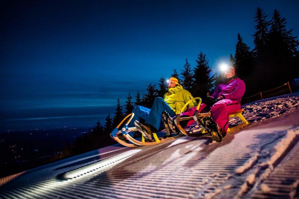 Noční sáňkovačka s čelovkami slibuje unikátní zimní zážitky - © SkiResort ČERNÁ HORA - PEC