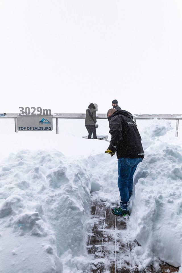 Okolo 30 cm nového sněhu napadlo na rakouském Kitzsteinhornu (26.8.18) - © Facebook Kitzsteinhorn
