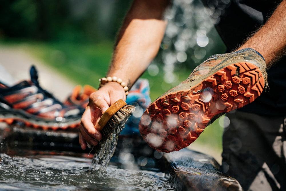 Reinigung von Schuhen - © LOWA | Franz Walter