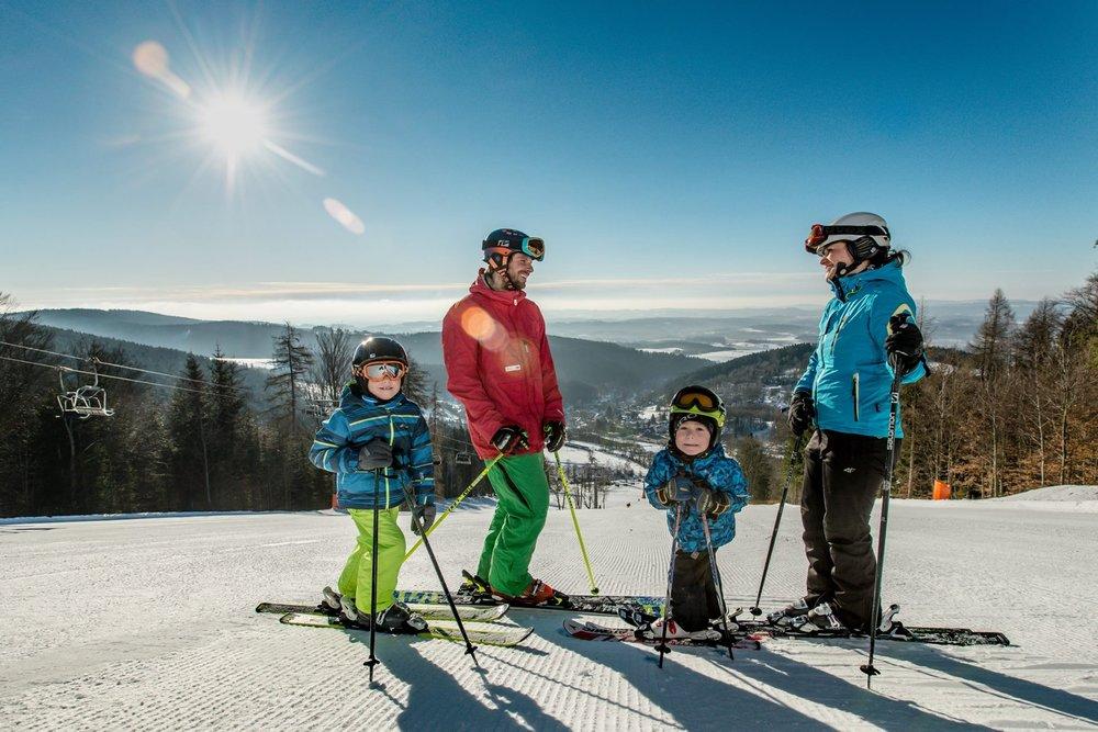 Skiareál Černý Důl je vhodný najmä pre rodiny s deťmi - © SkiResort ČERNÁ HORA - PEC