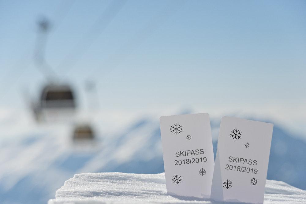 Die Skipässe 2018/2019 werden im Alpenraum meist um 2 bis 3 Prozent teurer - © KonArt_Fotolia
