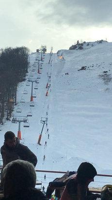Roccaraso - Rivisondoli - Piste parzialmente aperte, neve buona ma ventoso .  - © iPhone Brigante