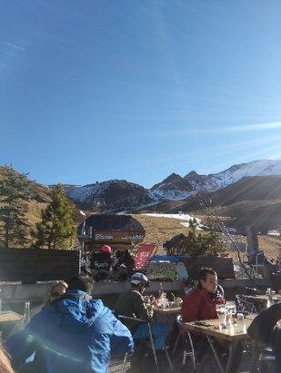 Peyragudes - no snow at the base. ok at the top but busy  - © anonymous