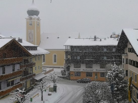 Westendorf - SkiWelt - Snowing heavily even in the village with no sign of a let up any time soon...  - © anonymous