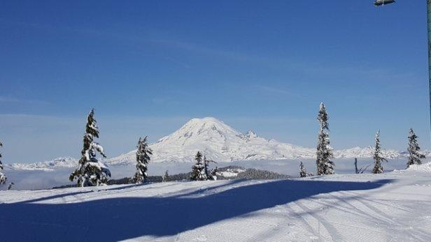 White Pass - Beautiful sunny day at White Pass Yesterday⛷ - © anonymous