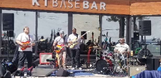 Squaw Valley - Alpine Meadows - Spring skiing break with live music - © Ronster