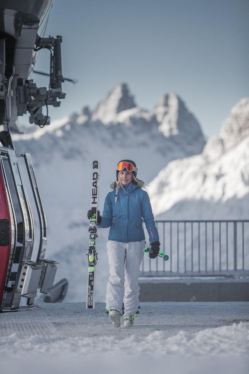 Skifahrerin im Skigebiet 3 Zinnen Dolomiten - © 3 Zinnen Dolomites | Kottersteger