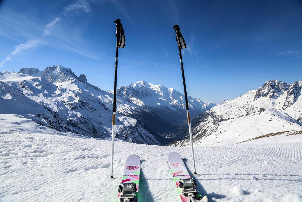 Prêts à chausser les skis et dévaller quelques unes des plus belles pistes des Alpes ? Pas de doute, vous êtes bien à Chamonix ! - © Office de Tourisme Vallée de Chamonix - Salome Abrial