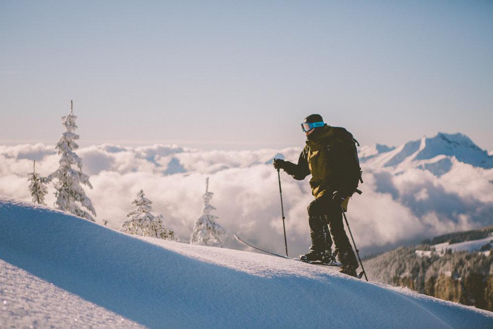 Sortie ski de randonnée aux abords du domaine skiable de Morzine - © Sam Ingles / OT Morzine