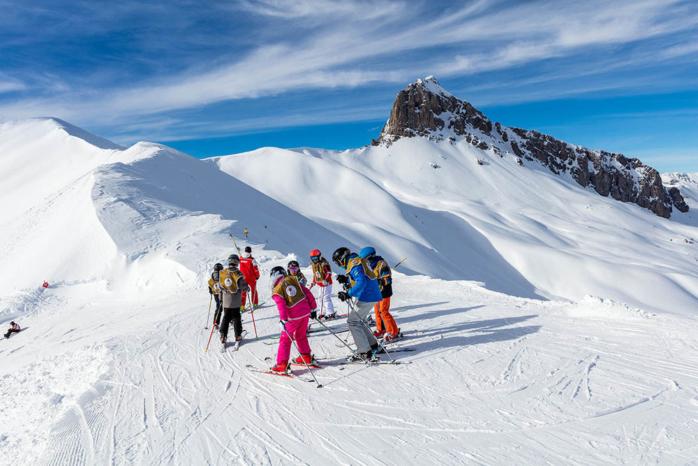 En leçon privative ou en cours collectif, les écoles de ski du Val d'Allos vous enseignent les plaisirs de la glisse... - © R. Palomba / Office de Tourisme du Val d'Allos