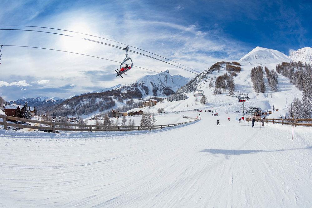 Départ skis aux pieds depuis Val d'Allos La Foux - © R. Palomba / Office de Tourisme du Val d'Allos