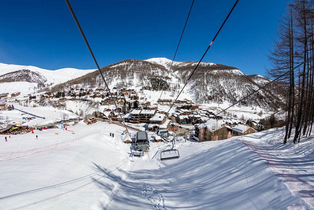 En route pour les pistes de ski enneigées du Val d'Allos... - © R. Palomba / Office de Tourisme du Val d'Allos