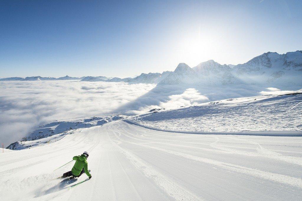 Skifahrer am Corvatsch - © Engadin St. Moritz Tourismus