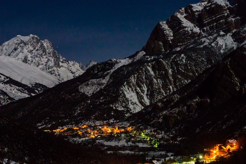 Village nuit - © Rogier Vanrijn