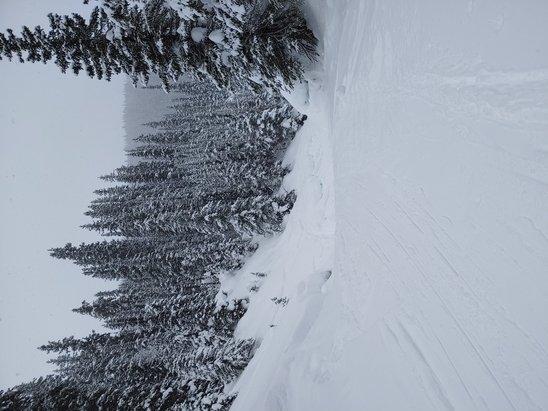 null - © YYC skier