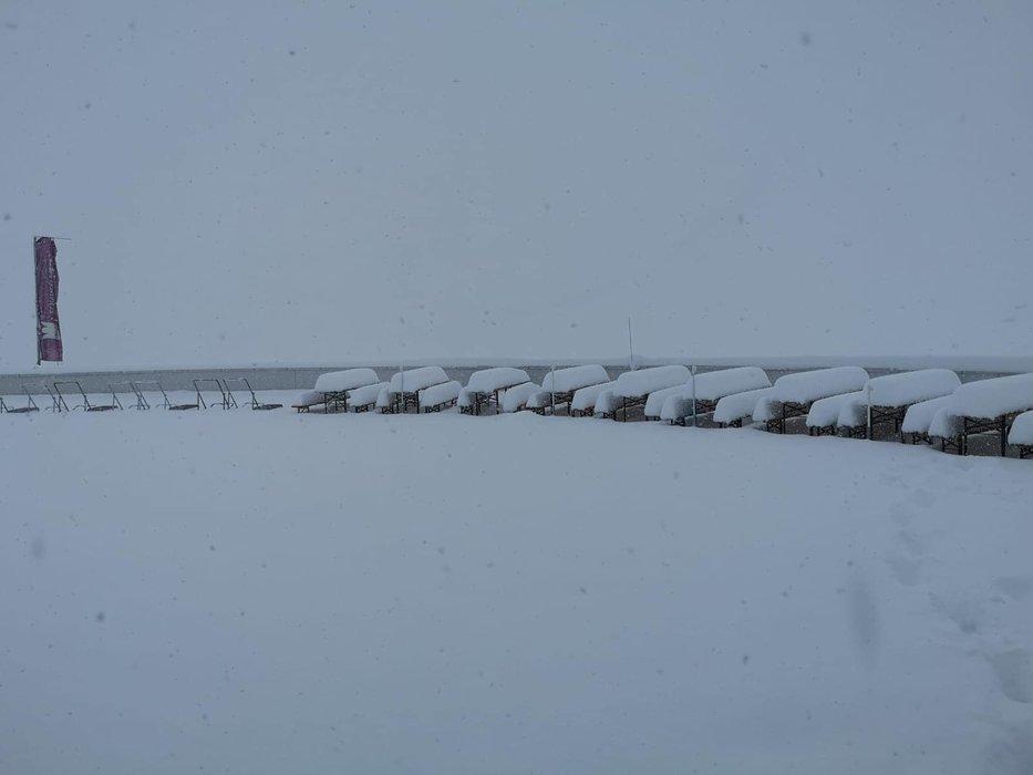 Wie im tiefsten Winter sah es am Wochenende am Stubaier Gletscher aus - © Facebook