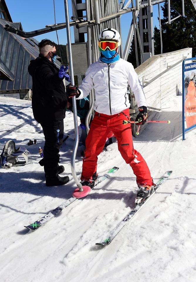 Sciare con la mascherina protettiva - a Praded, Repubblica Ceca - © facebook   ČT24