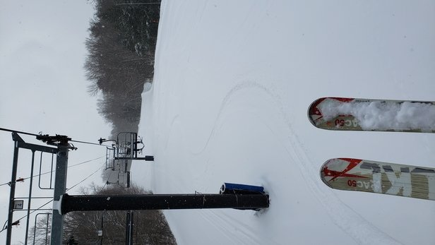 """Mount Sunapee - Skied Fri 2/19 on 6"""" fresh snow from Thursday night and 3"""" snow all day Friday. Snow was light, dry, and fun. Lift lines 5 min max and masks enforced. - © Mike B Ski"""