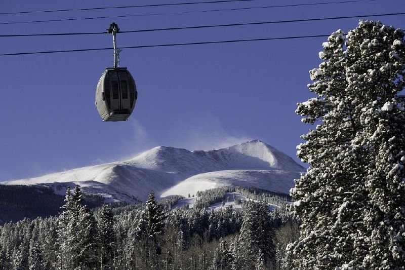 A gondola takes passengers to the top of Breckenridge, Colorado - © Breckenridge