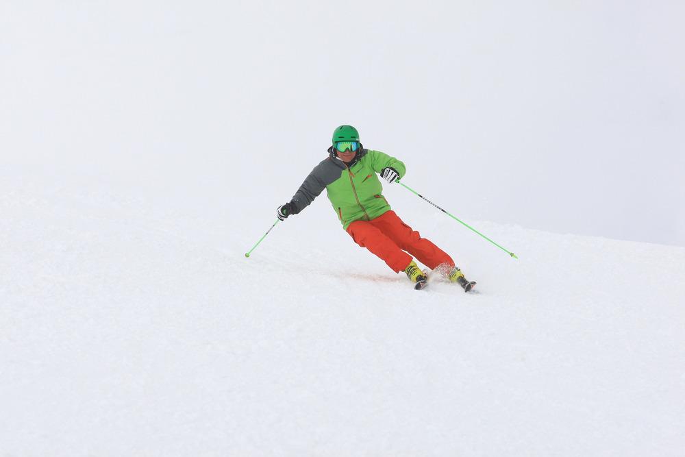 Belastung auf die Kante. Wie verhält sich der Ski?