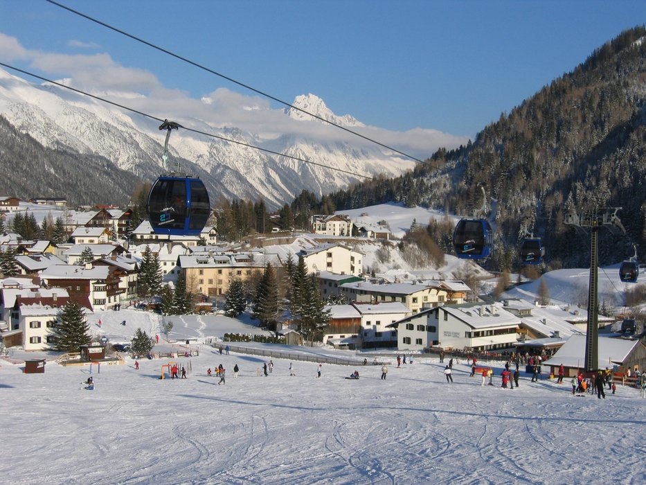 Village and bottom slopes of S. Anton - © St. Anton Tourism