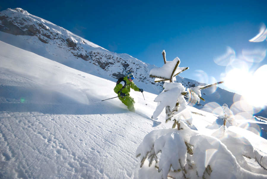 Beautiful powder conditions in La Clusaz - © OT La Clusaz / Massif des Aravis