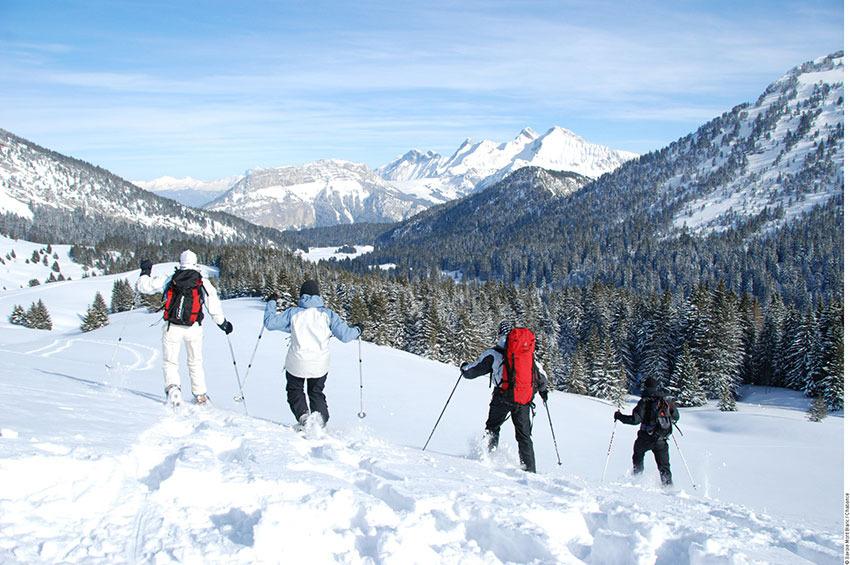 Randonnée en raquettes à neige - © Savoie Mont-Blanc / Chabance