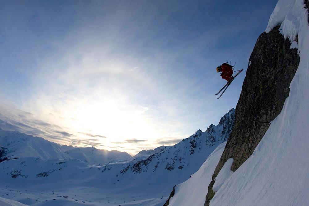 Freestyling skier, Disentis - © Graubünden Ferien/Sedrun Disentis Tourismus