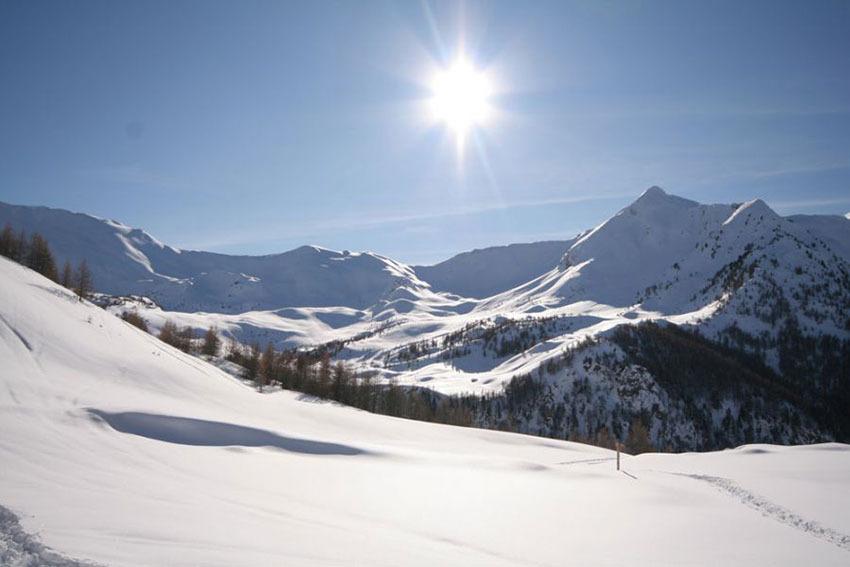 Terrasse panoramique et solarium à 2 530 m d'altitude au Zenith (les Orres) - © A.simonard