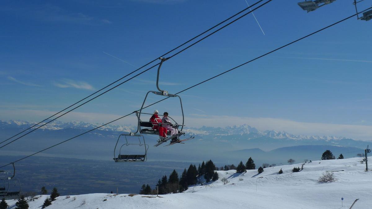 Vue époustouflante depuis le domaine skiable du Crozet - © Maison du Tourisme Monts Jura