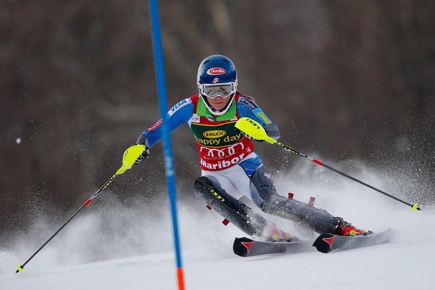 Rückschlag für Mikaela Shiffrin: Trotz Rang 13 konnte sie das rote Leibchen aber verteidigen - © Stanko GRUDEN/AGENCE ZOOM