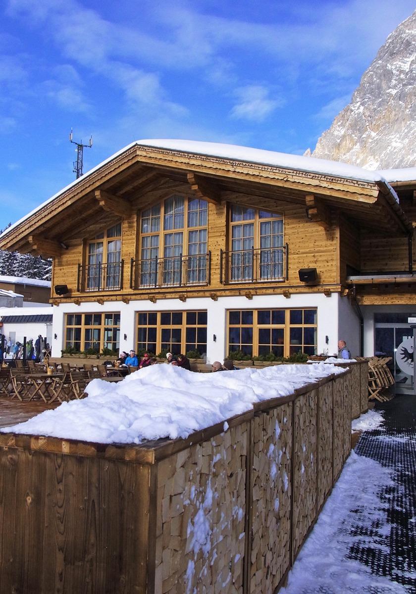 Das Tiroler Haus lädt zu herzhaften Köstlichkeiten und günstigen Konditionen. Tipp: Der Kaiserschmarren für nur 7,50 EUR - © stefandrexl.com