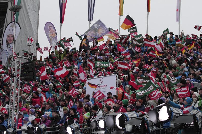Viele Zuschauer verfolgten das erste Rennen der WM 2013. - © Hook Baderz/Agence Zoom
