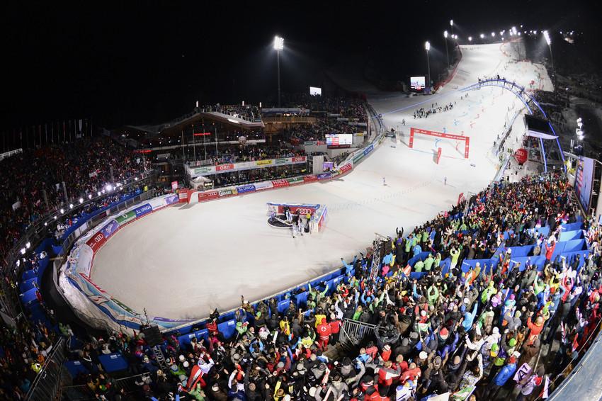 Das Zielstadion von Schladming im kollektiven Siegestaumel: Österreich wird Team-Weltmeister - © Alain Grosclaude/AGENCE ZOOM