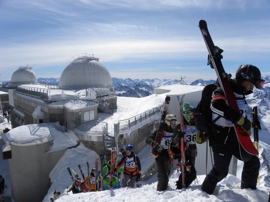 Une fois au sommet du téléphérique du Pic du Midi, un domaine 100% hors piste s'offre à vous... - © G. Roger