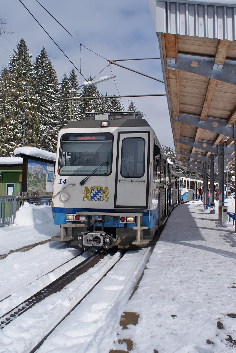 Gemächlich aber auch sehr gemütlich führt die Zahnradbahn in das Gletscherskigebiet - © Gernot Schweigkofler