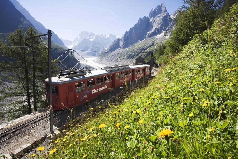 En Route Pour La Mer De Glace Avec Le Train  U00e0 Cr U00e9maill U00e8re