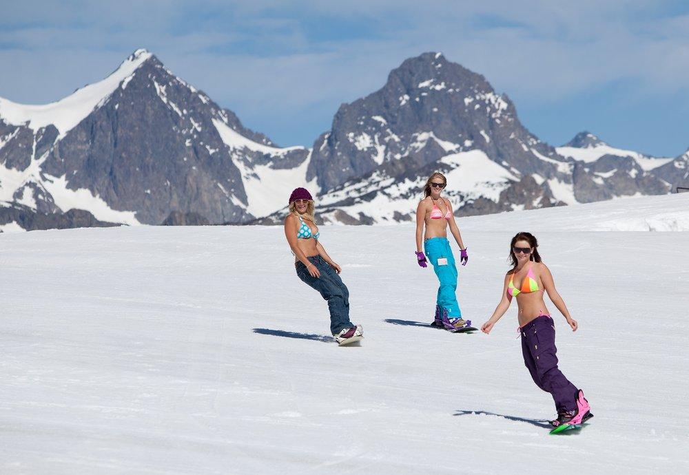 Tenue légère et décontractée de rigeur sur les pistes de ski de Mammoth Mountain tout au long du printemps - © Mammoth Mountain Ski Resort