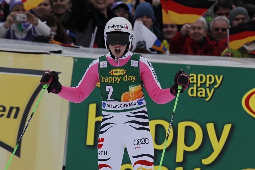Jawoll! Platz drei für Viktoria Rebensburg vor heimischer Kulisse. - © Christophe PALLOT/AGENCE ZOOM