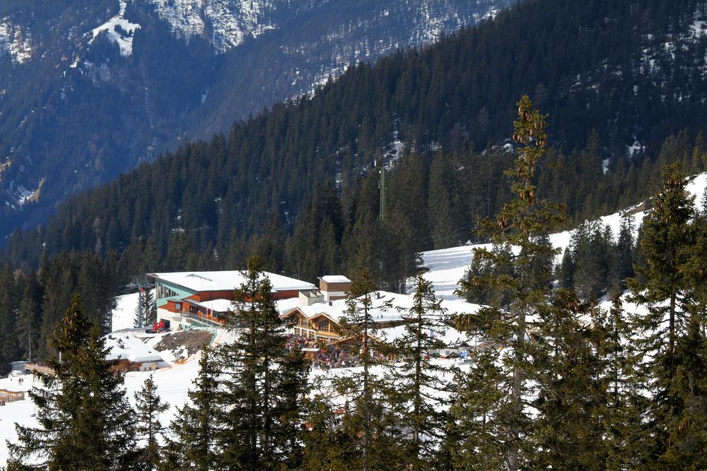Blick zur Ehrwalder Alm und dem Tiroler Haus - © Skiinfo.de