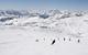 Skifahrer fährt den Hang hinunter in Flattach am Mölltaler Gletscher
