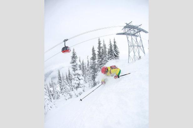 De mooiste skiliften: de iconische Peak2Peak gondellift in Whistler Blackcomb.  - © Bruce Rowles