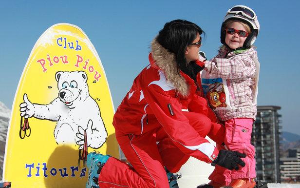 Les Menuires nabízí spoustu služeb pro děti. Jednou z nich je klub Piou Piou s výukou lyžování pro nejmenší  - © C. Arnal / OT des Menuires