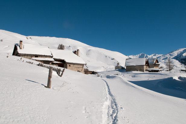 """Plus secrète et plus """"intimistes"""", les stations villages des Hautes-Alpes jouent la carte de la convivialité et de l'authenticité..."""
