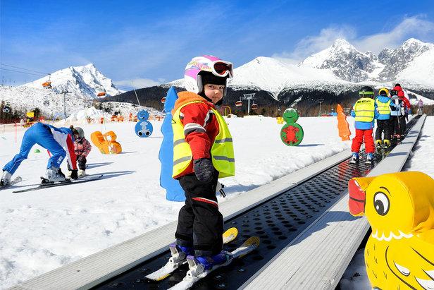 Heerlijk genieten van sneeuw met de hele familie.  - © TMR