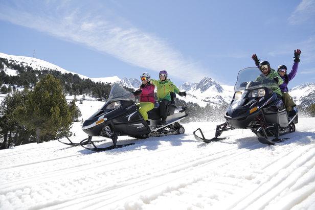 Que diriez vous d'une petite escapade en moto neige sur les sentiers enneigés d'Andorre ?